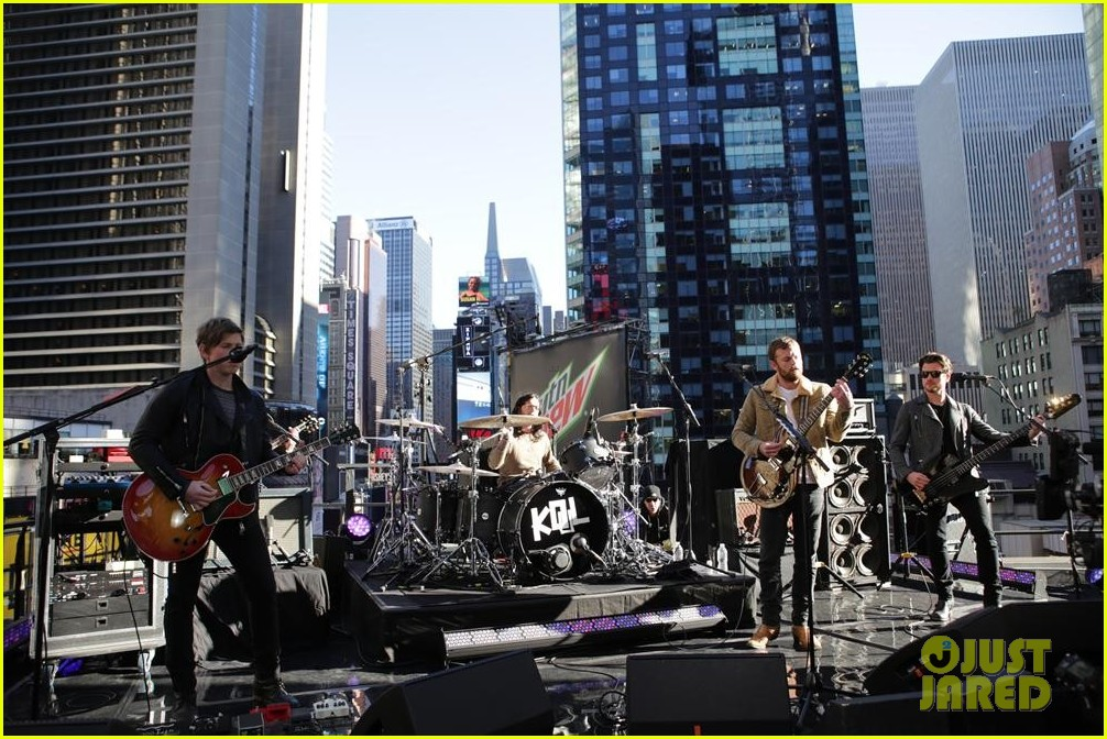 kings of leon performs live on good morning america 032959293