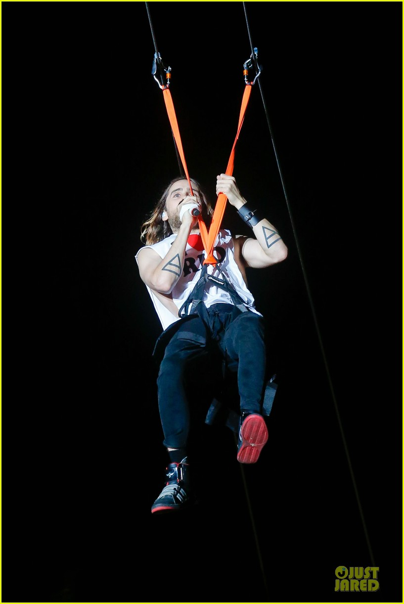 jared leto rock in rio performance with thirty seconds to mars 052953719