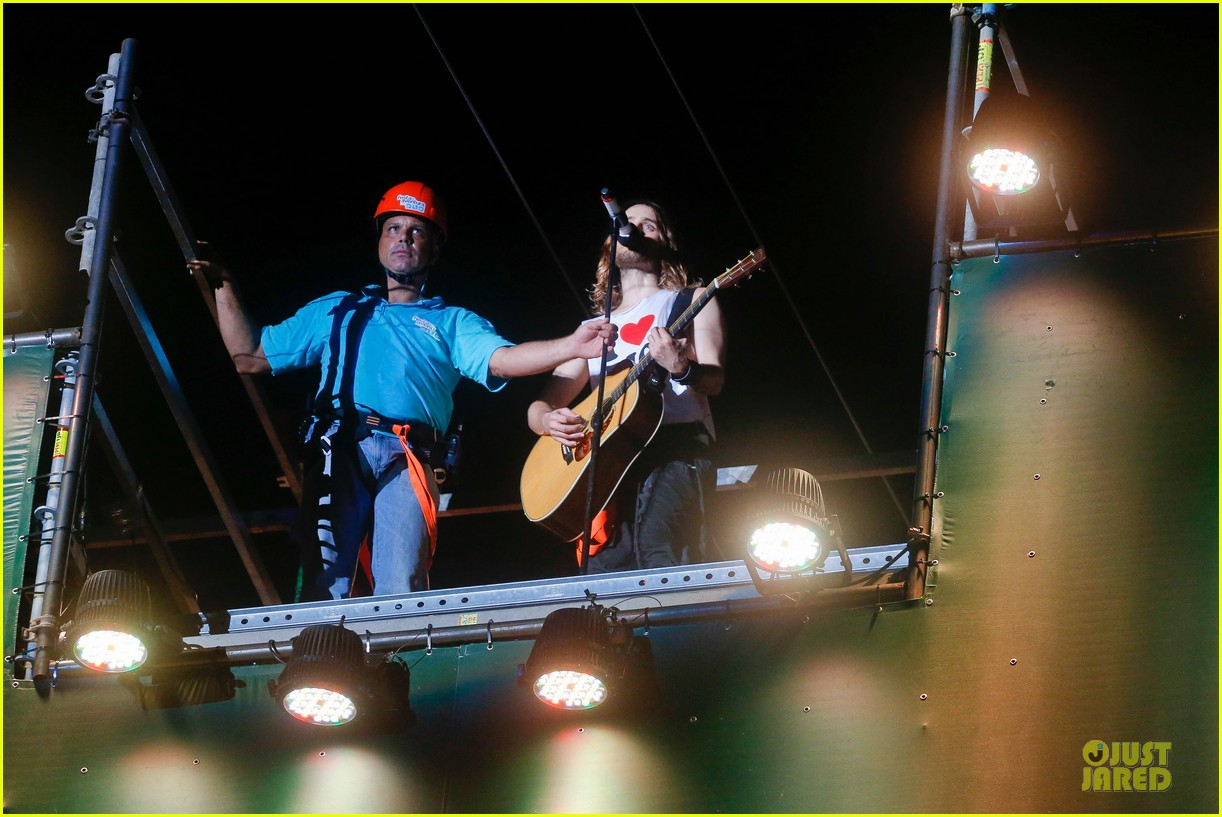 jared leto rock in rio performance with thirty seconds to mars 08