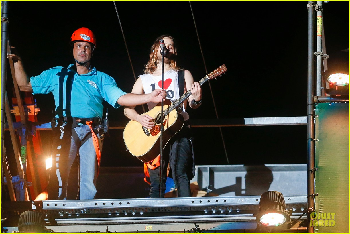 jared leto rock in rio performance with thirty seconds to mars 102953724