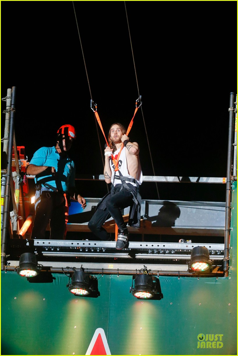 jared leto rock in rio performance with thirty seconds to mars 192953733