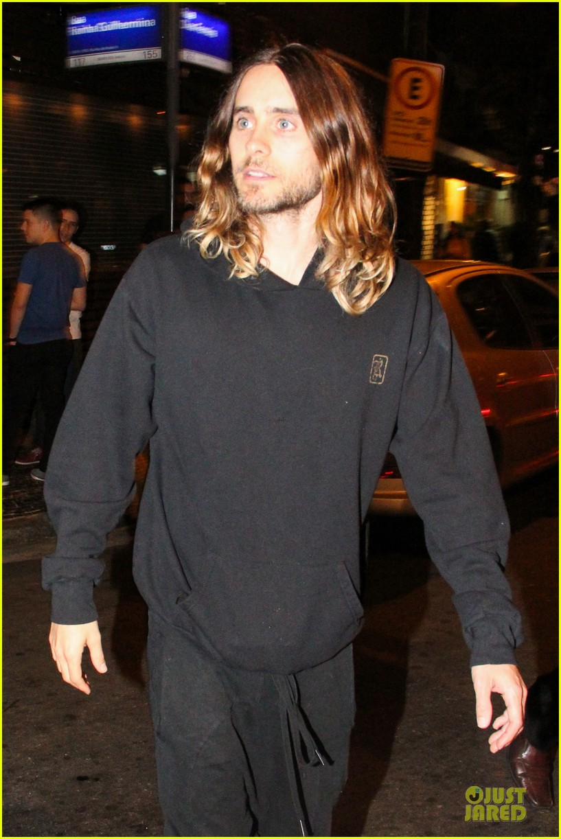 jared leto stops for fan photo op at sushi leblon restaurant 042951597