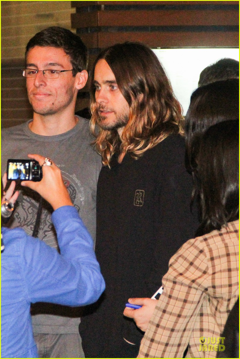 jared leto stops for fan photo op at sushi leblon restaurant 112951604
