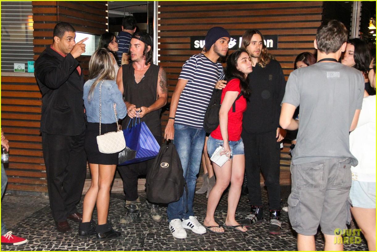 jared leto stops for fan photo op at sushi leblon restaurant 162951609