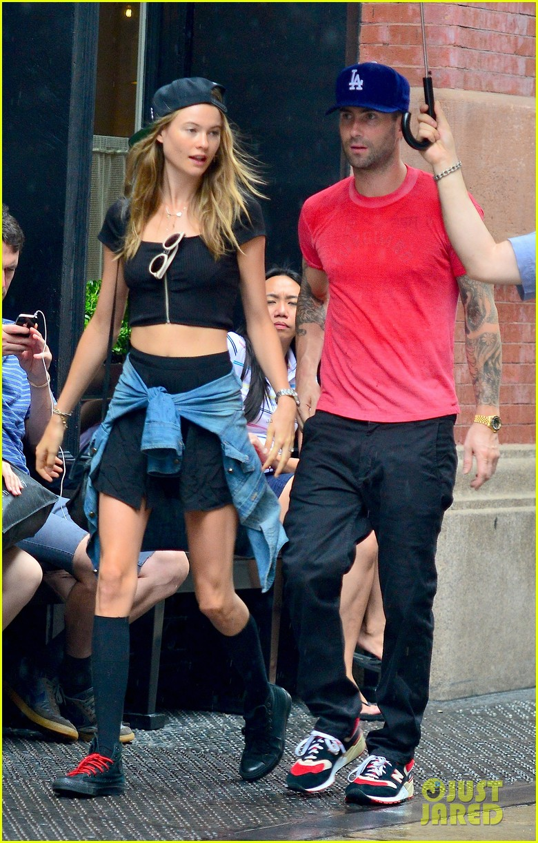 adam levine behati prinsloo hold hands on rainy day 072942516