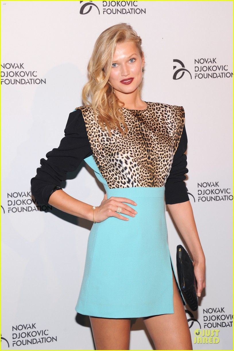 adriana lima toni garrn novak djokovic foundation dinner 082949819