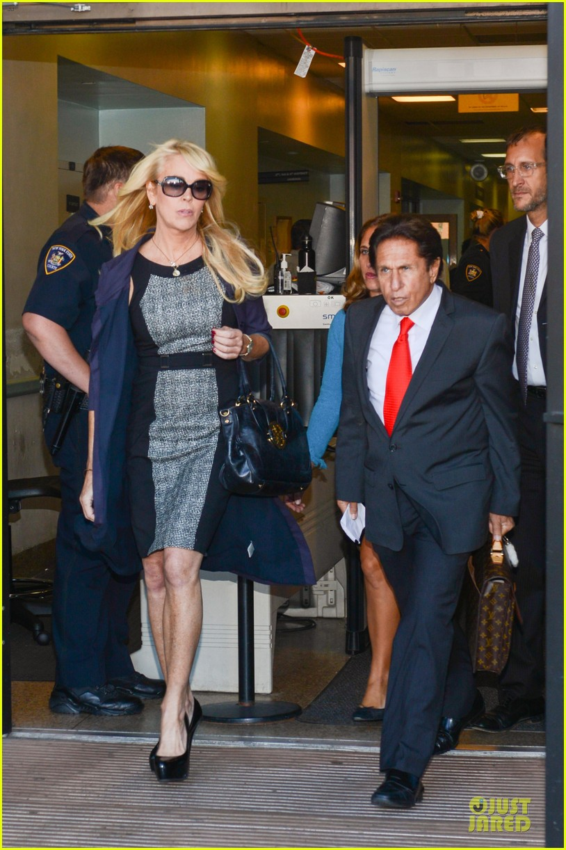 lindsay lohan mom dina pleads not guilty to drunk driving 142959439