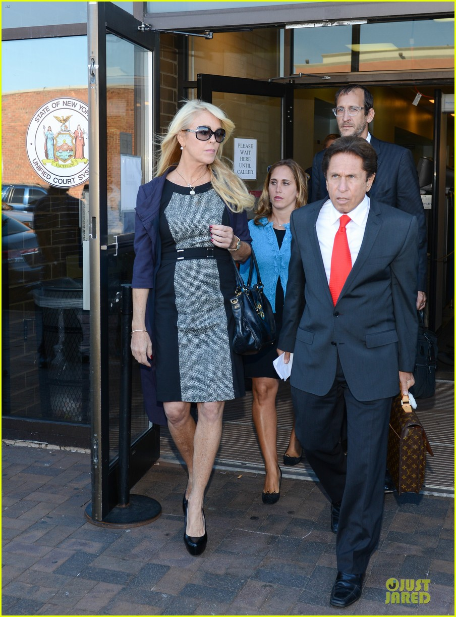 lindsay lohan mom dina pleads not guilty to drunk driving 162959441