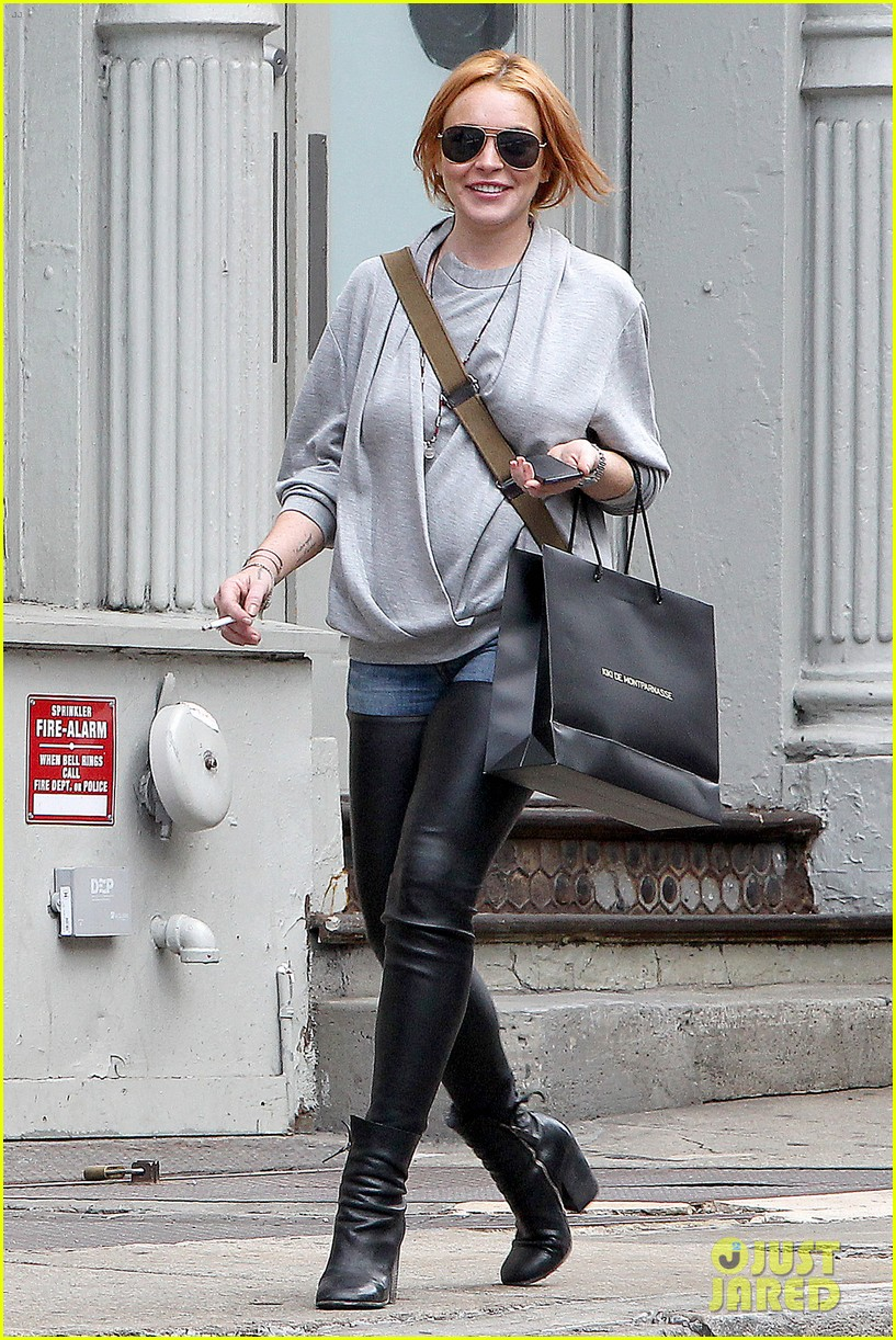 lindsay lohan steps out after mom dina birthday party 062953628