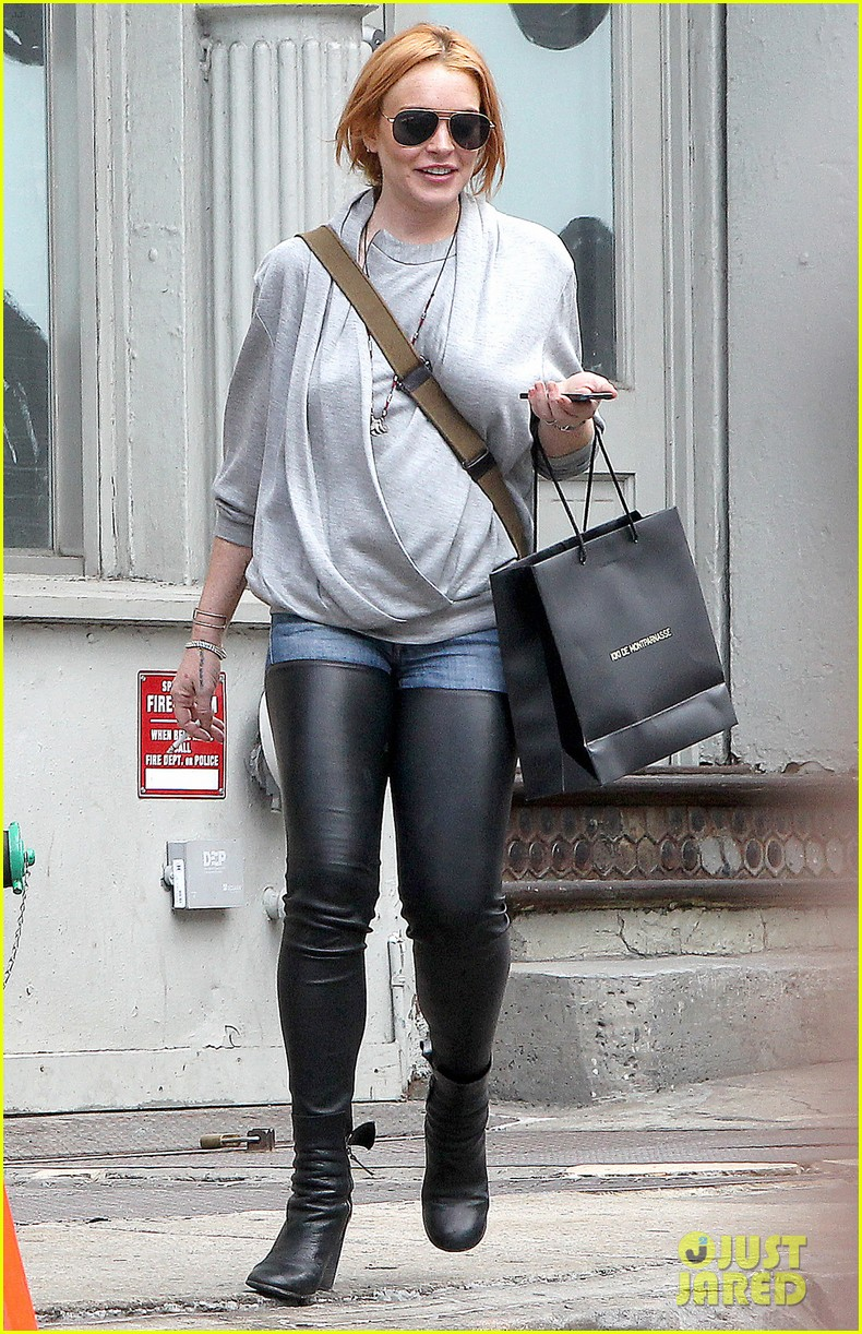 lindsay lohan steps out after mom dina birthday party 112953633