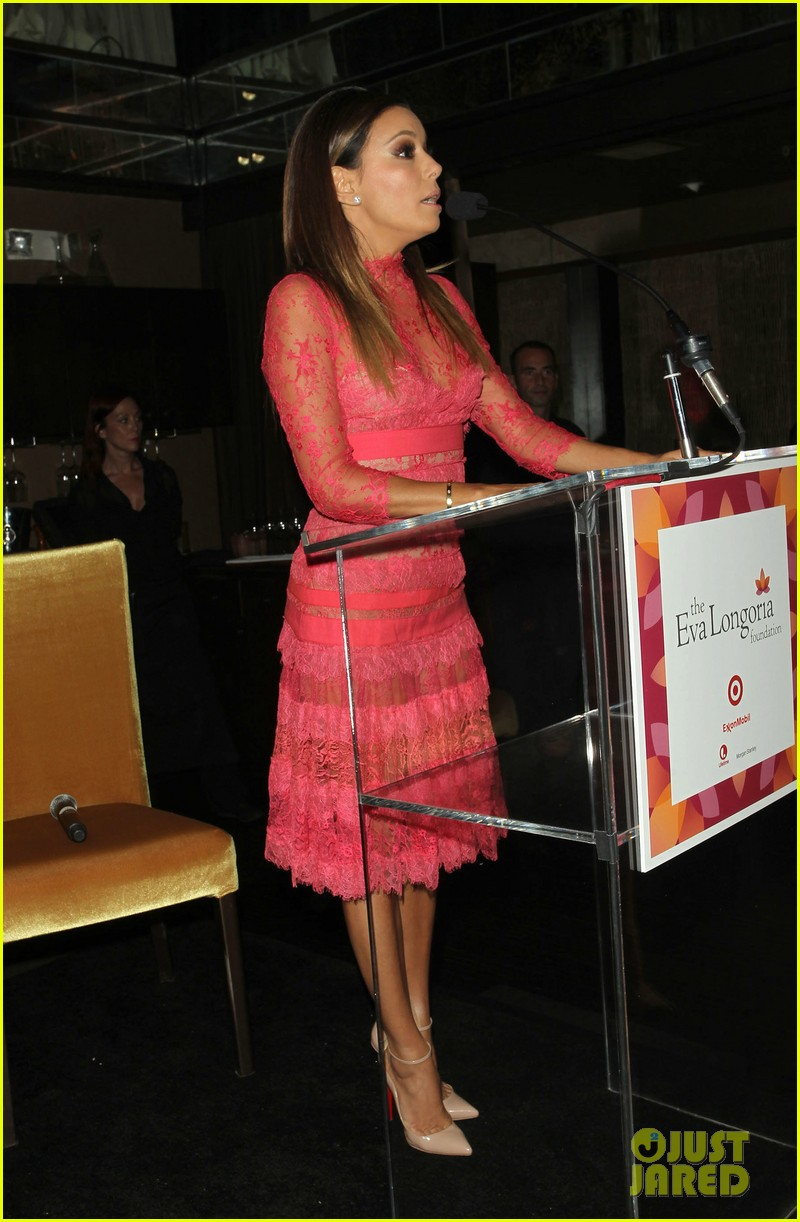 eva longoria attends her foundations dinner with friends 01