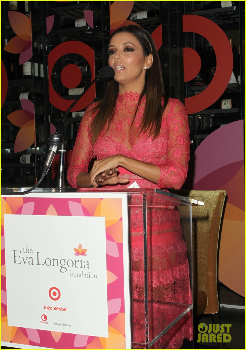 eva longoria attends her foundations dinner with friends 022962277