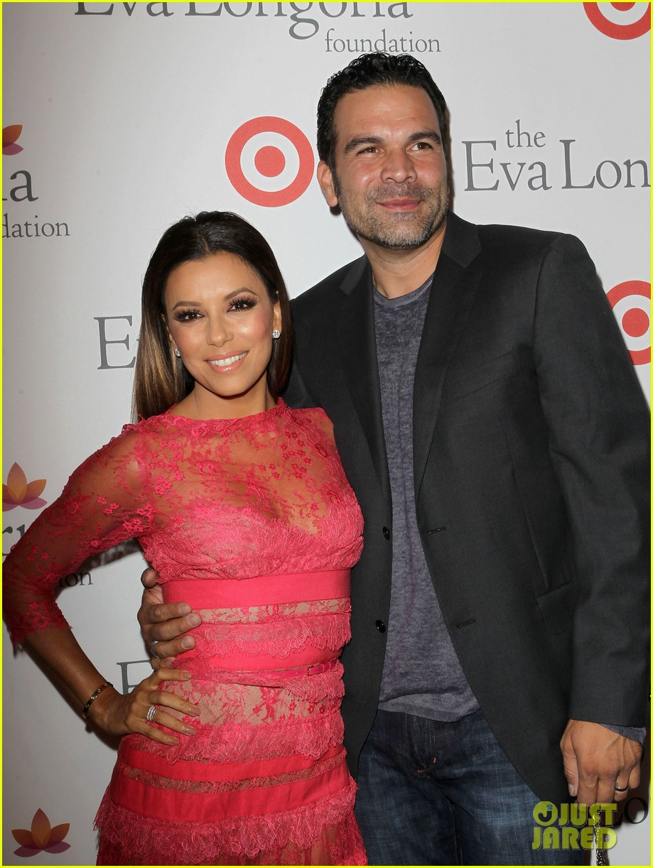 eva longoria attends her foundations dinner with friends 092962284