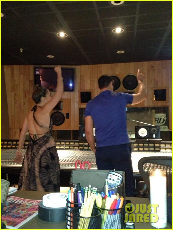 jennifer lopez recording studio with robin thicke 032953148
