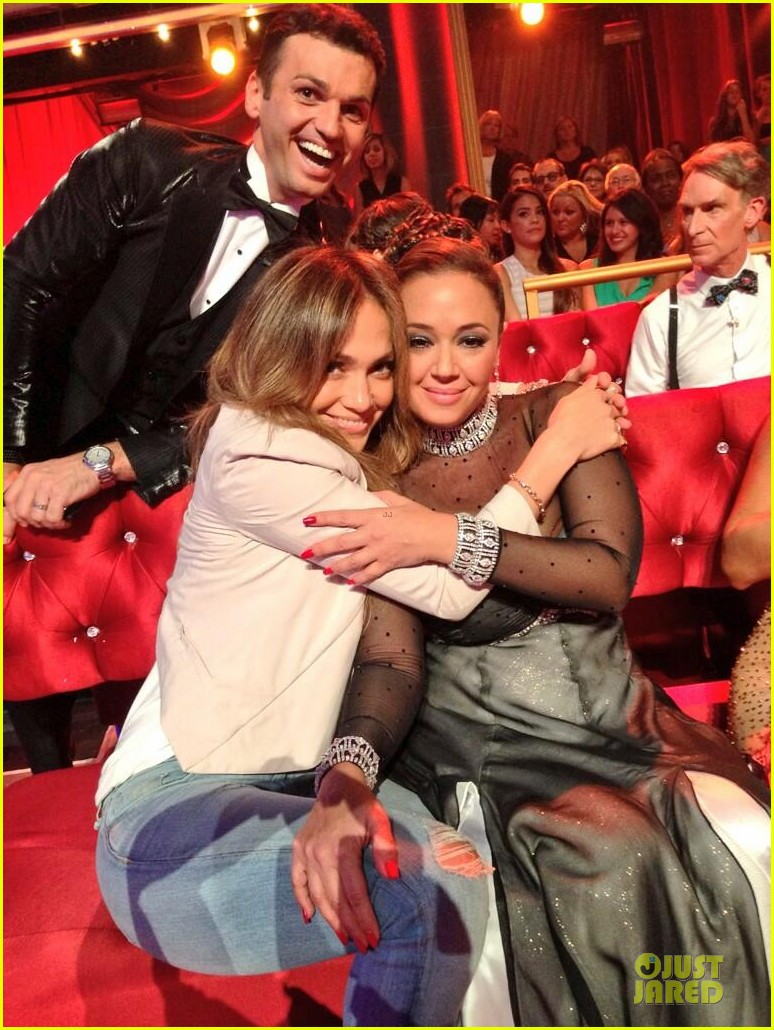 jennifer lopez supports leah remini on dancing with the stars 022953860