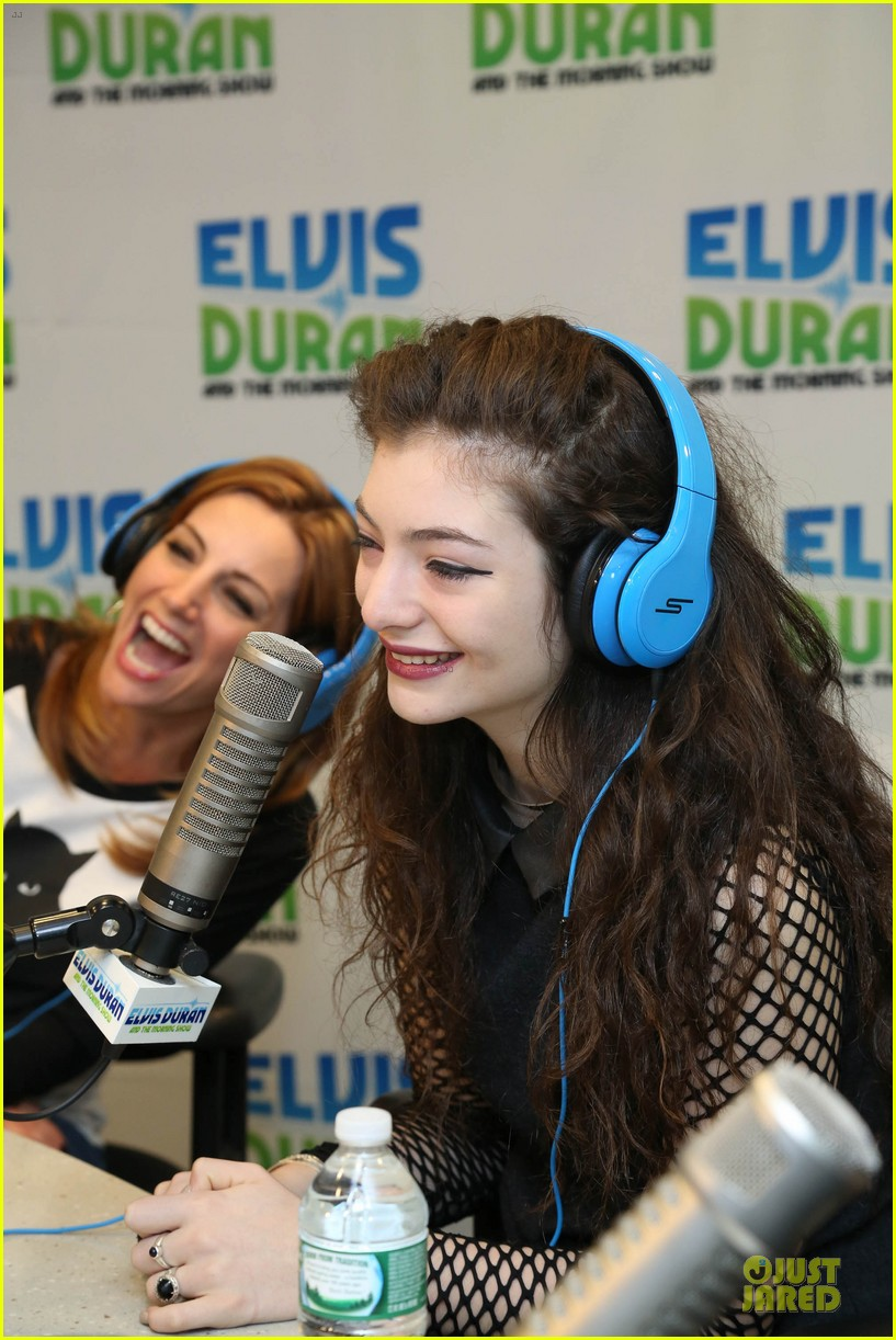 lorde fishnet top at the elvis duran z100 show 13