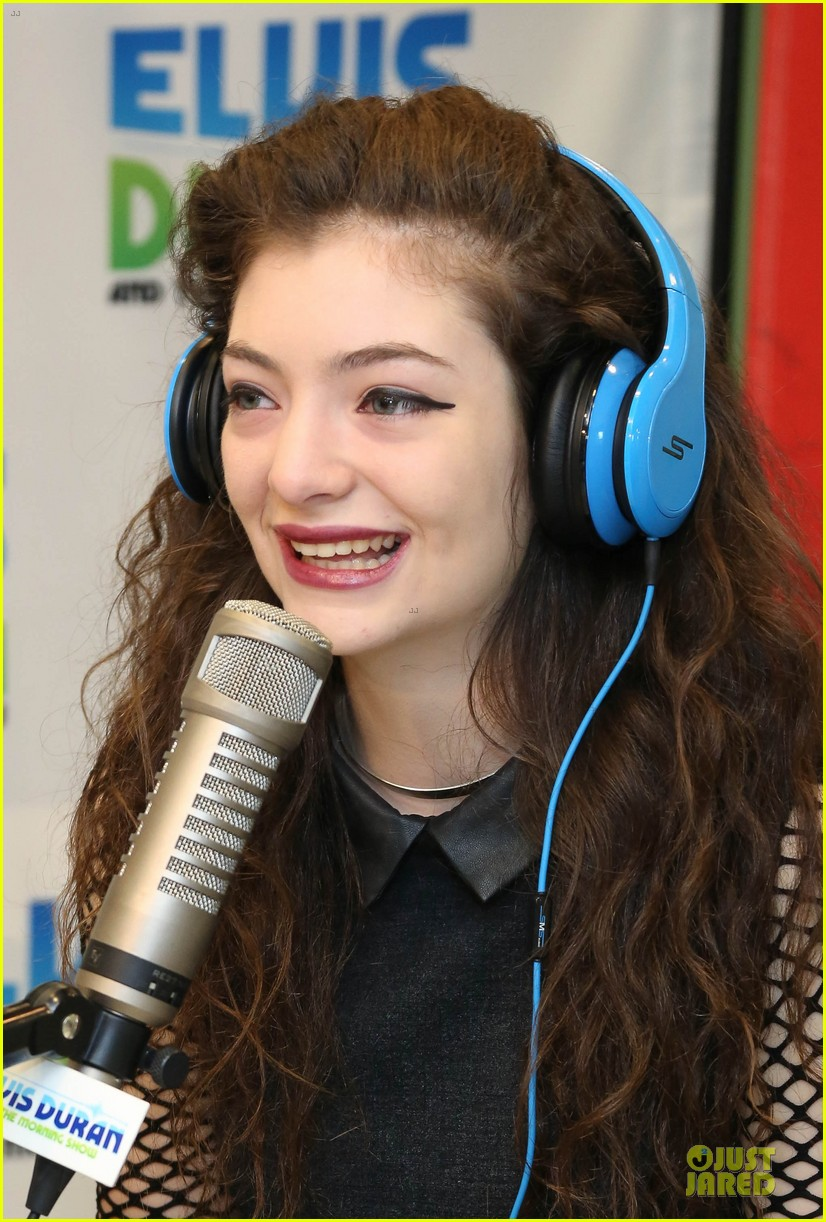 lorde fishnet top at the elvis duran z100 show 162963434