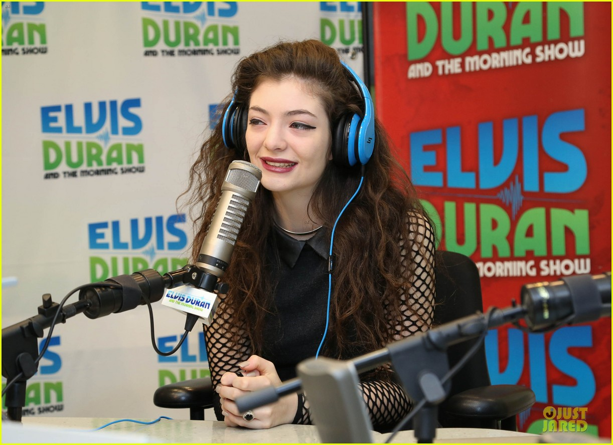 lorde fishnet top at the elvis duran z100 show 182963436