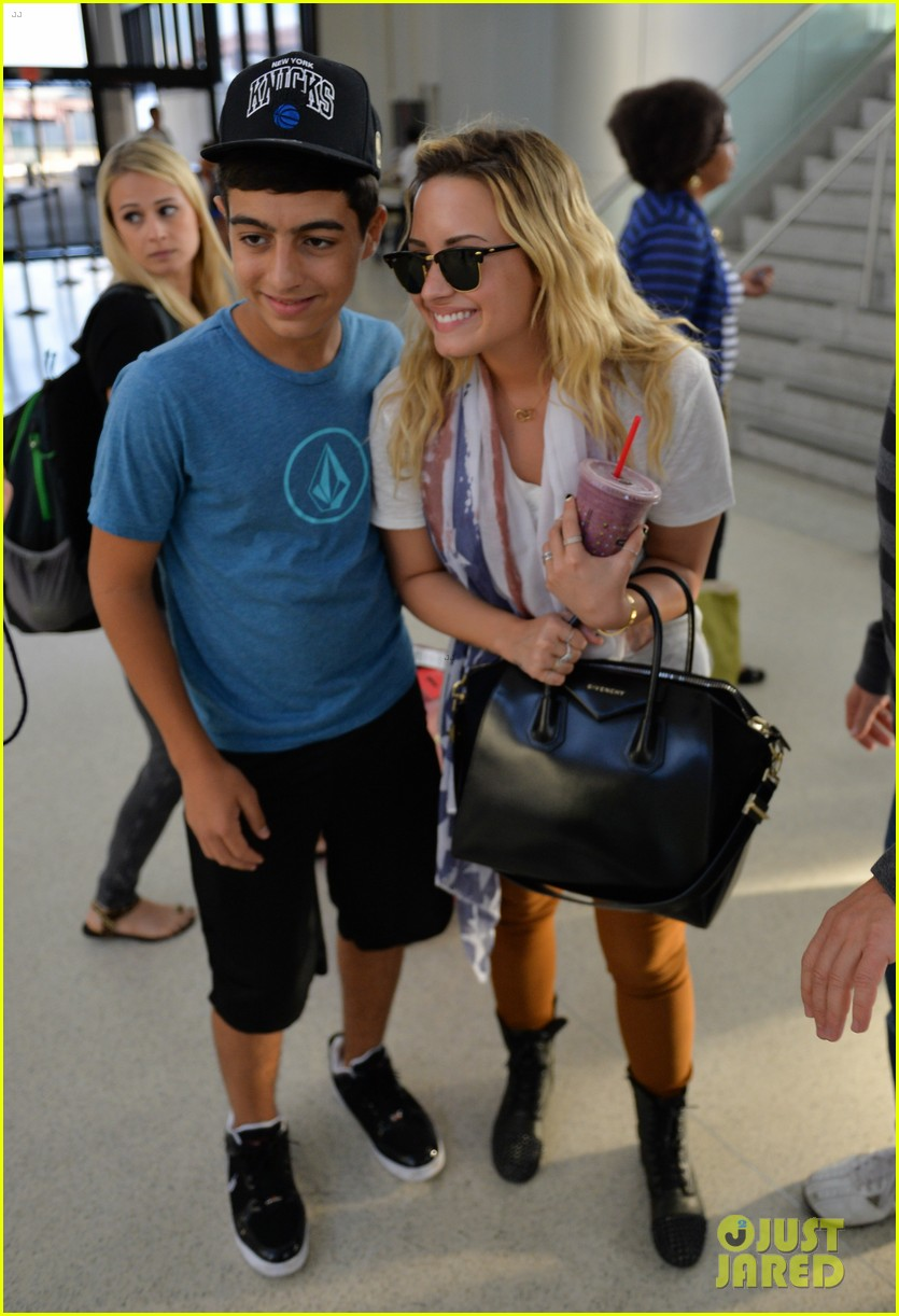 demi lovato lands at newark after trip home 032942613