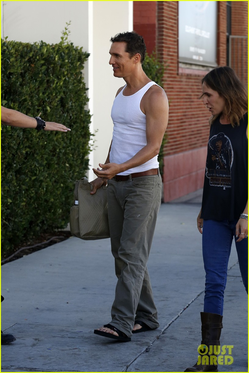 matthew mconaughey bares his guns in tank top 03