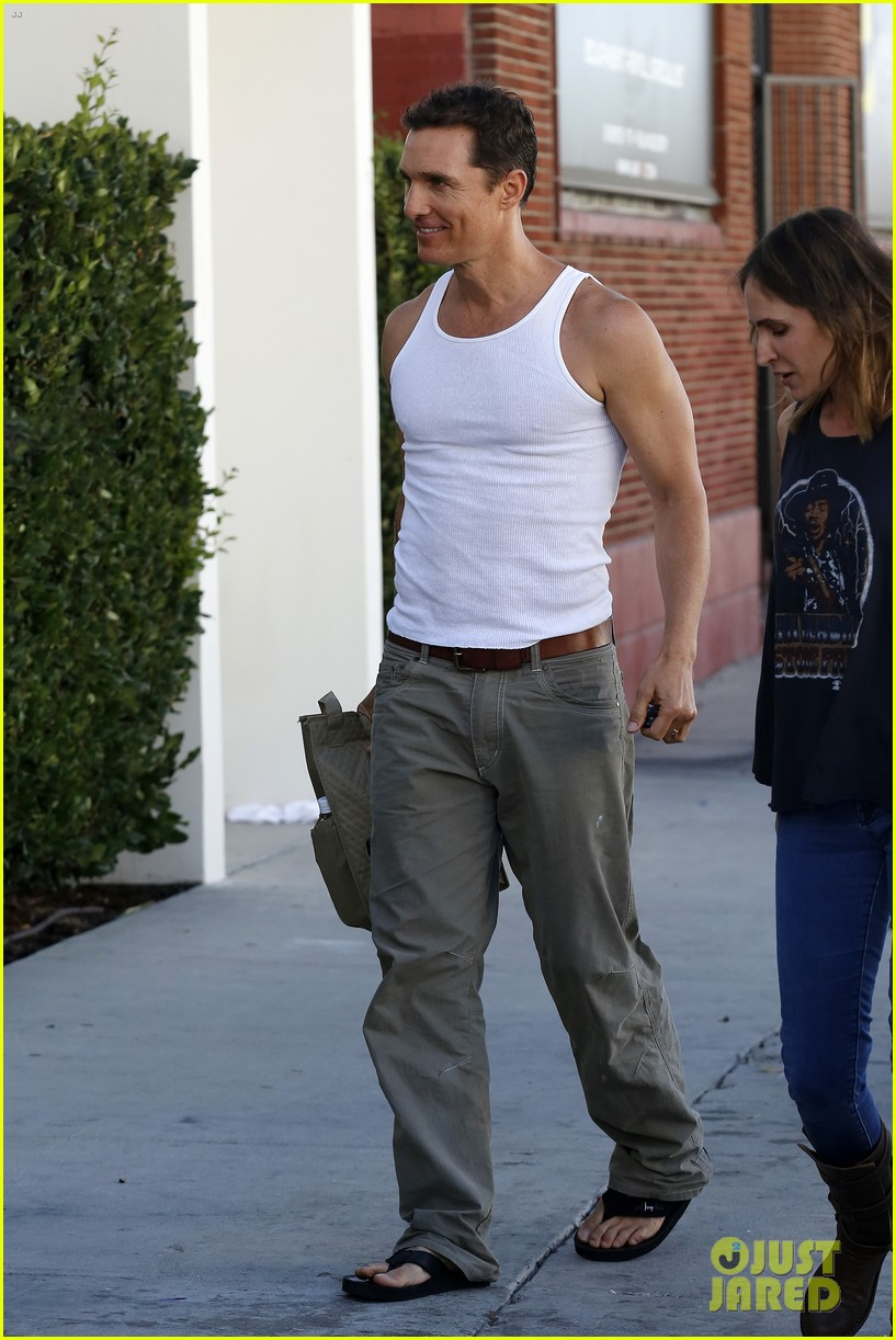 matthew mconaughey bares his guns in tank top 052961835