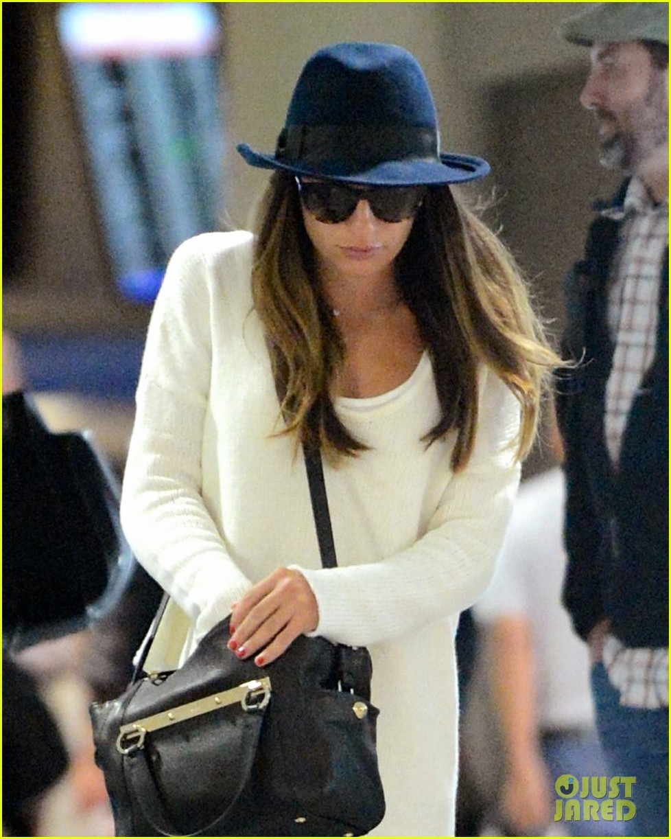 lea michele lands in los angeles after new york trip 03