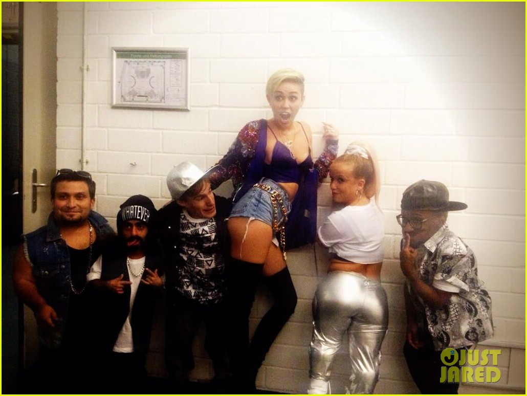 miley cyrus performs we cant stop with little people band watch now 052947133