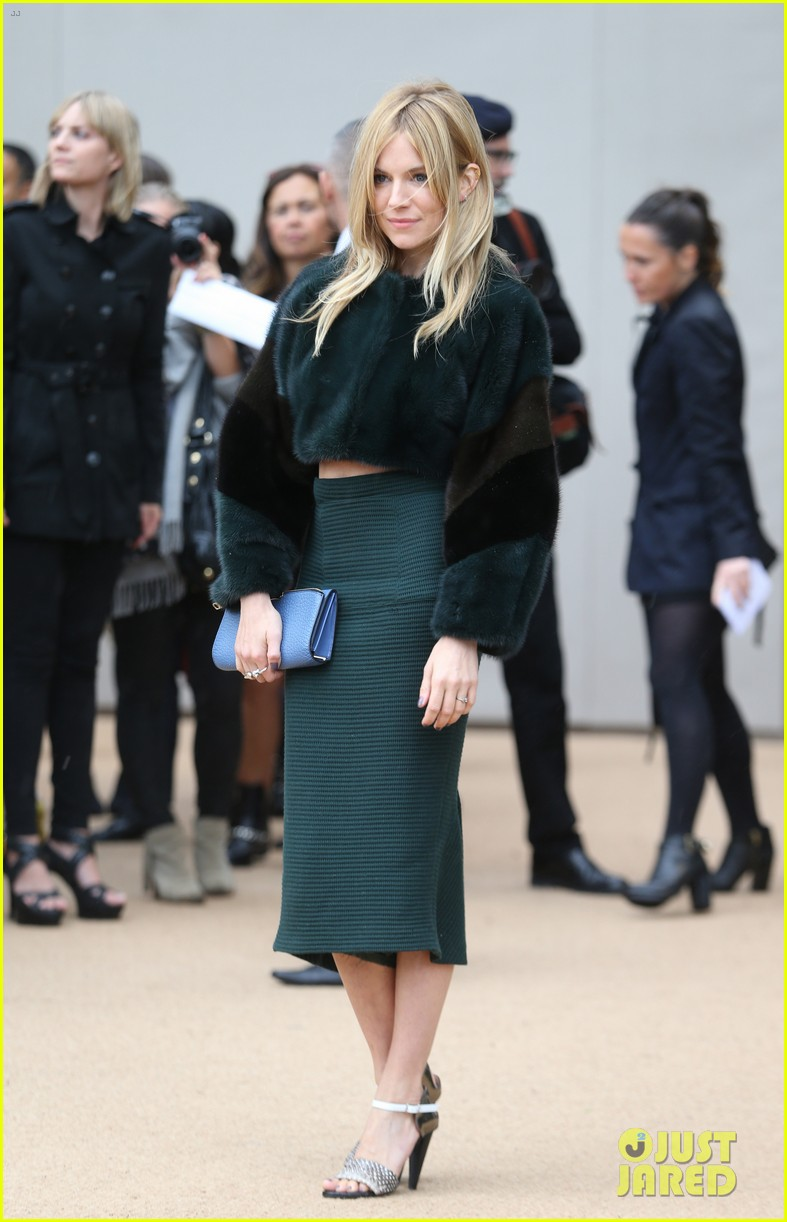 sienna miller naomie harris burberry fashion show at lfw 052953456