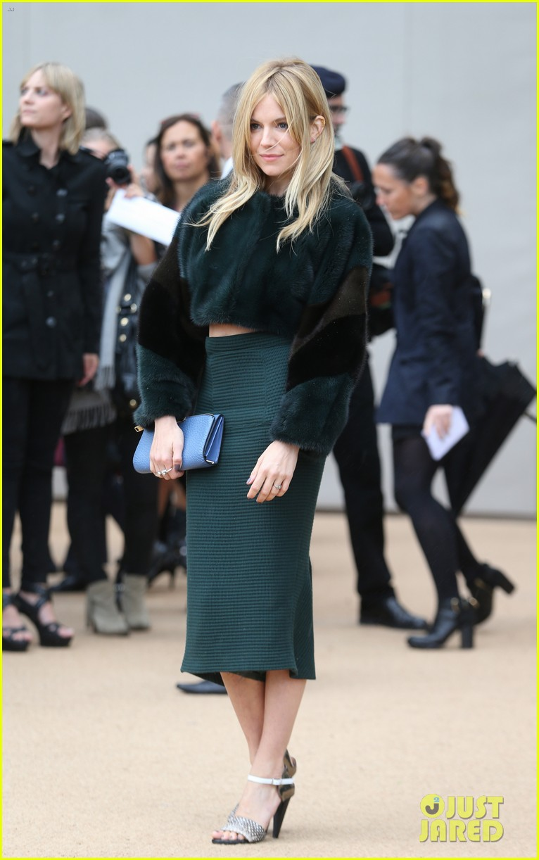 sienna miller naomie harris burberry fashion show at lfw 082953459