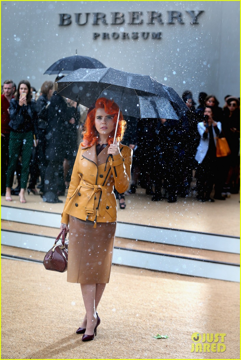 sienna miller naomie harris burberry fashion show at lfw 172953468