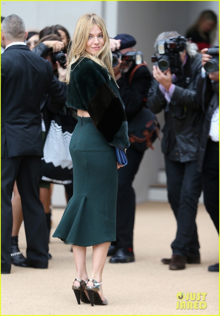 sienna miller naomie harris burberry fashion show at lfw 202953471