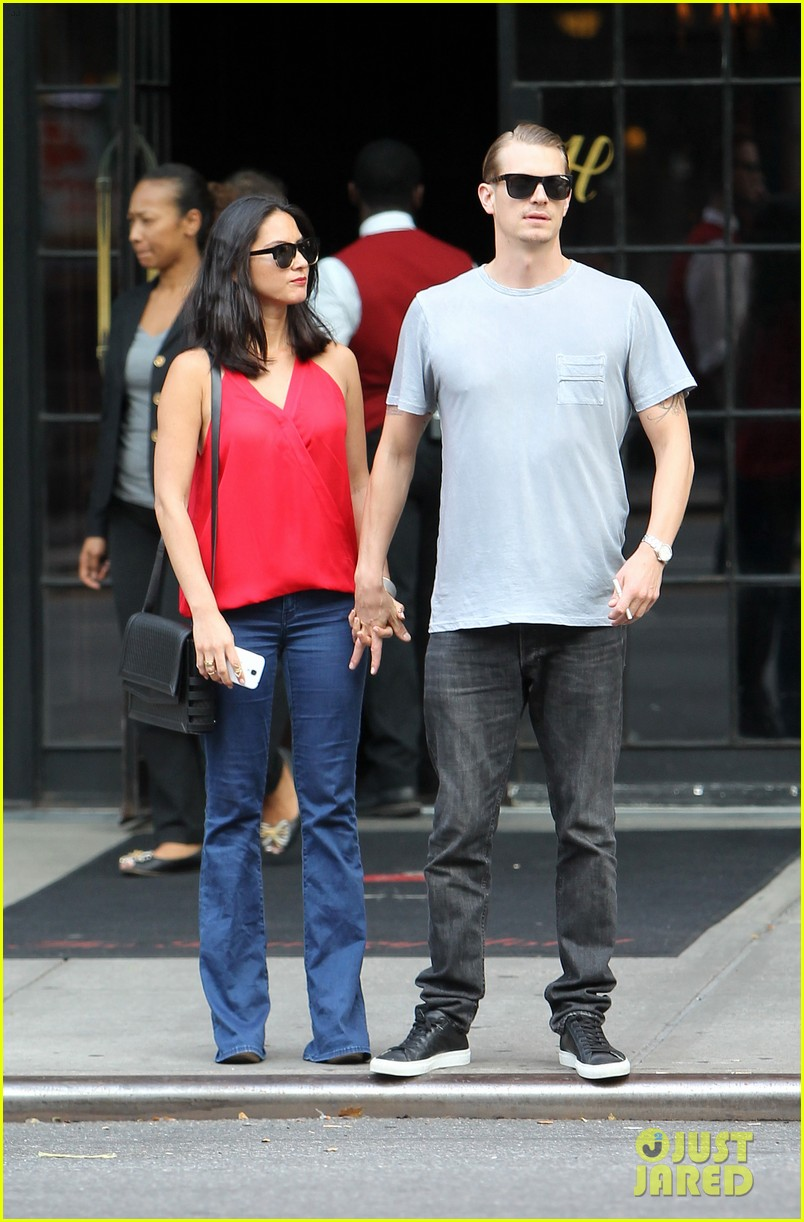 olivia munn joel kinnaman step out after killing canellation 012950363