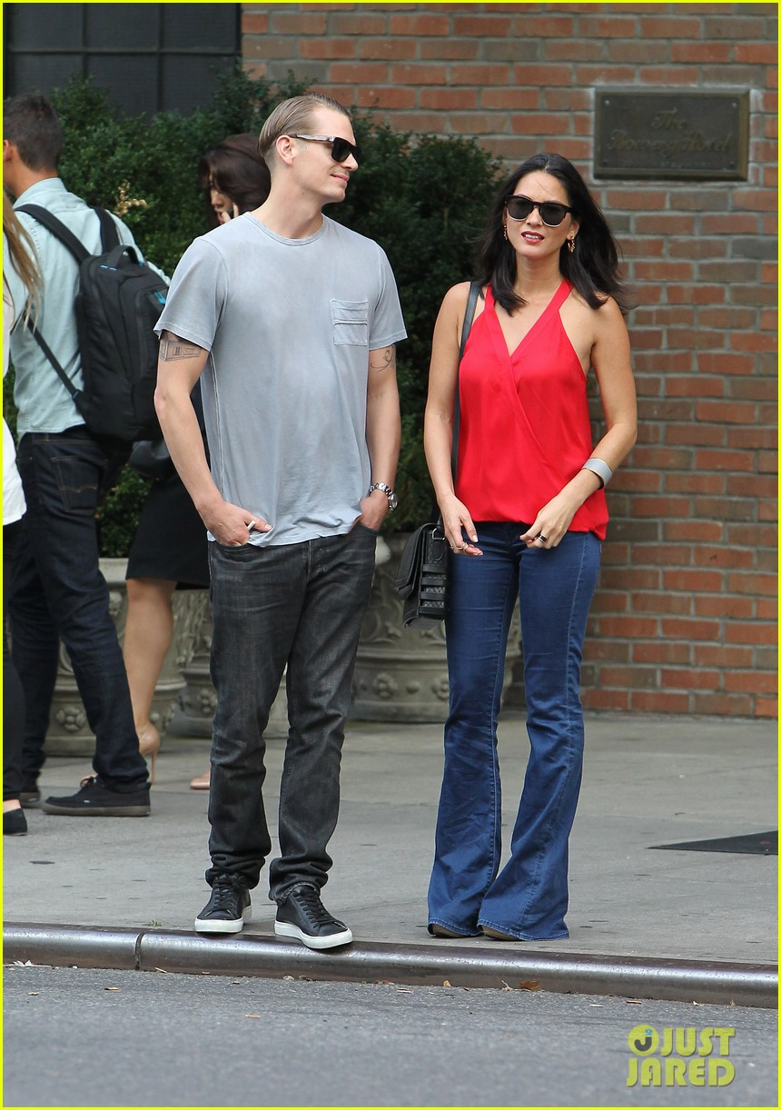 olivia munn joel kinnaman step out after killing canellation 052950367