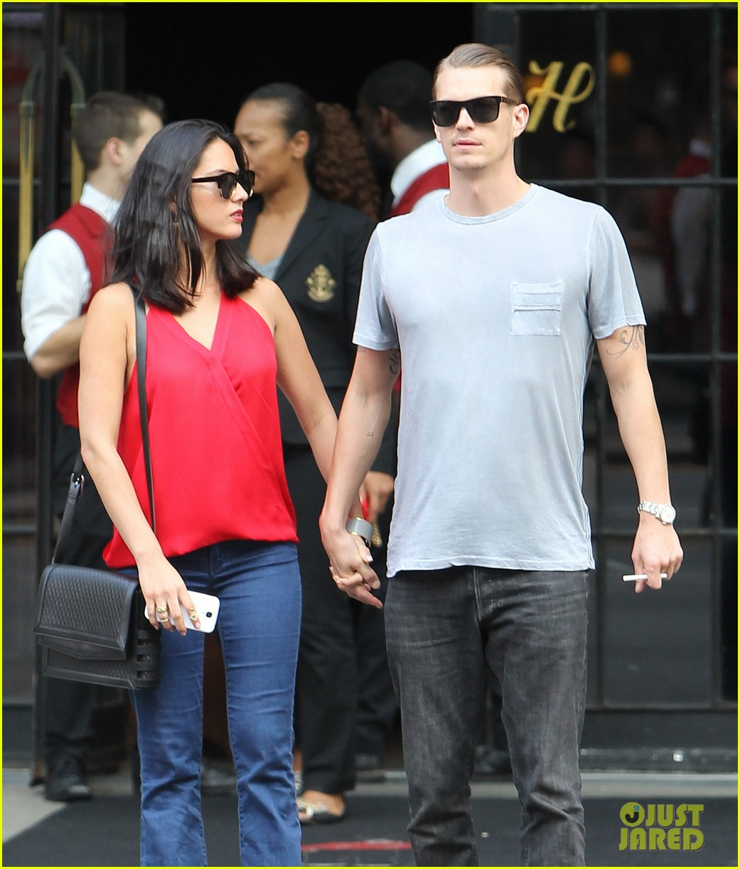 olivia munn joel kinnaman step out after killing canellation 082950370
