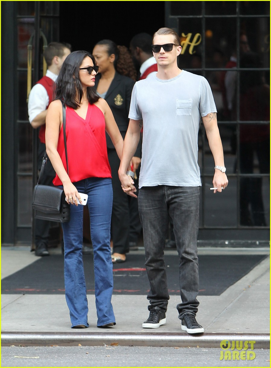 olivia munn joel kinnaman step out after killing canellation 09