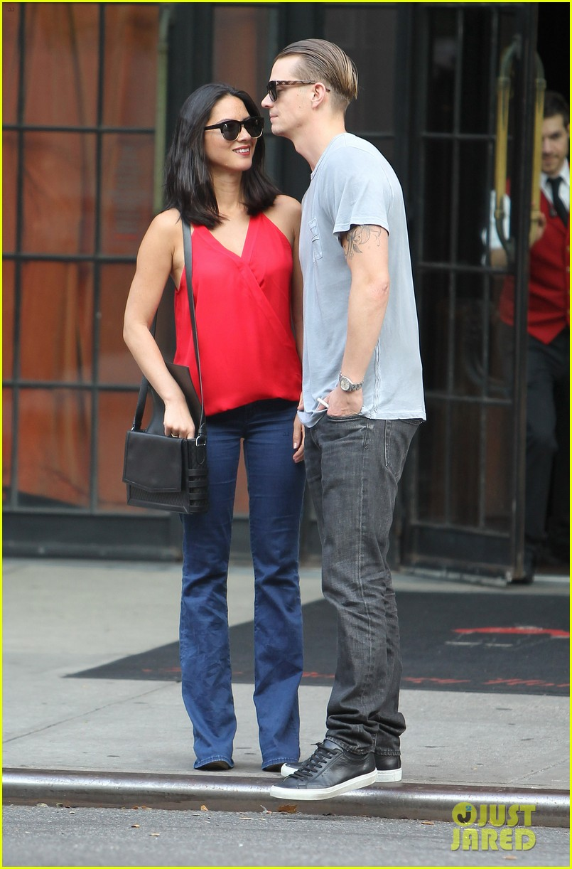 olivia munn joel kinnaman step out after killing canellation 152950377