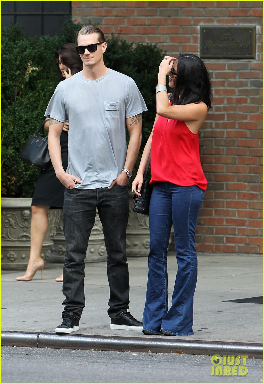 olivia munn joel kinnaman step out after killing canellation 172950379