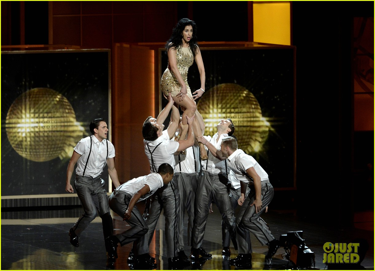 nathan fillion sarah silverman emmys 2013 middle of the show performance 012958353