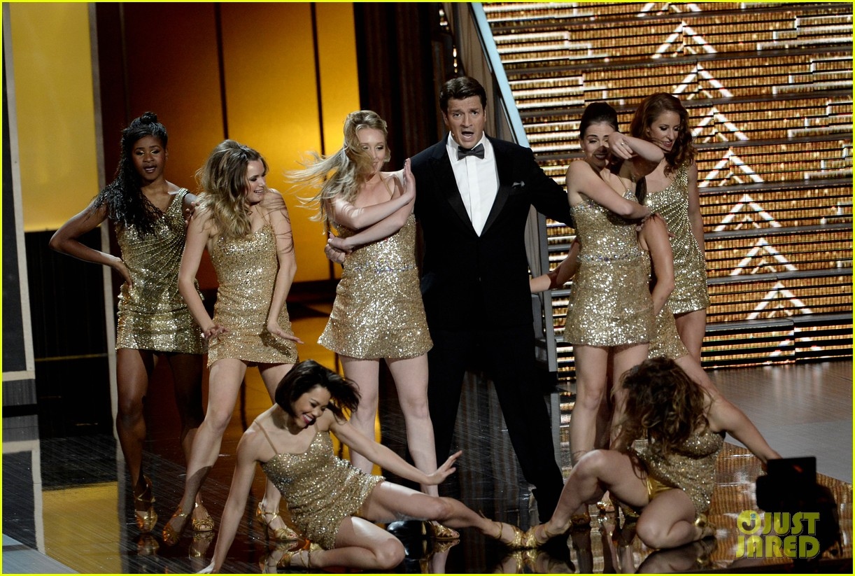nathan fillion sarah silverman emmys 2013 middle of the show performance 022958354