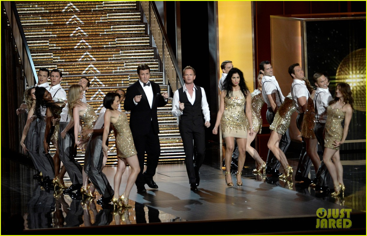nathan fillion sarah silverman emmys 2013 middle of the show performance 062958358