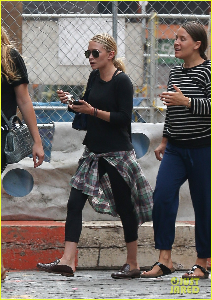 ashley olsen steps out in nyc after john stamos bday party 042941462