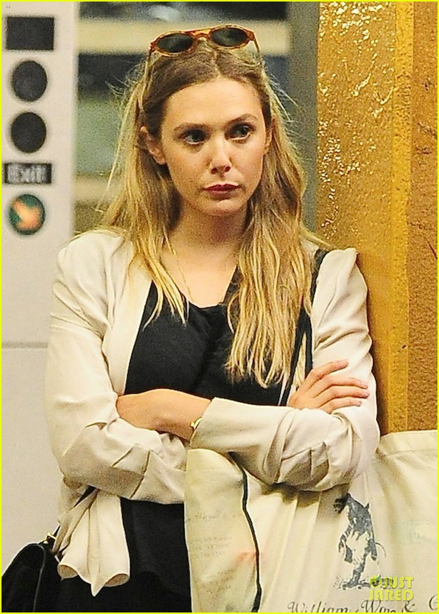 elizabeth olsen subway rider in the big apple 022945373