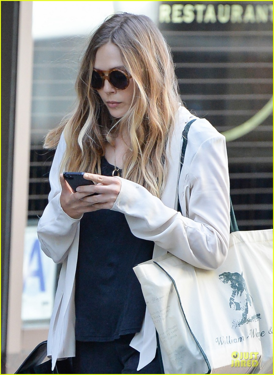 elizabeth olsen subway rider in the big apple 042945375