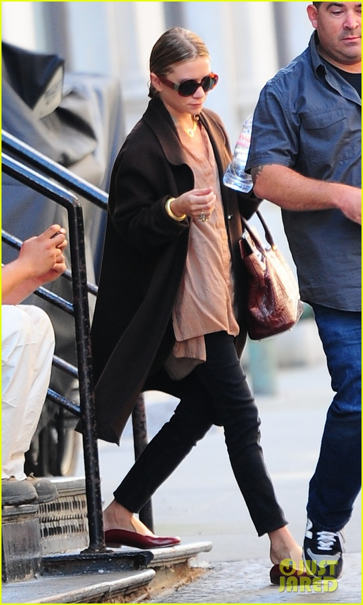 ashley olsen sports wet hair in the big apple 012961156
