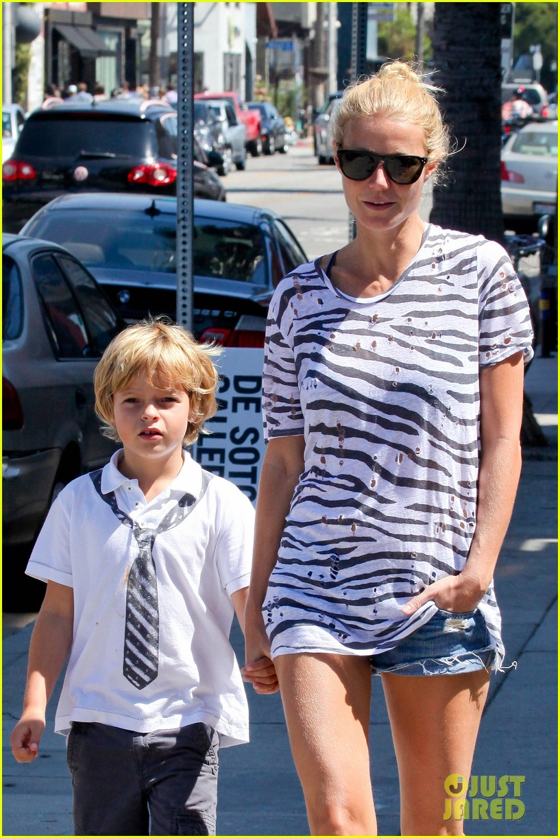 gwyneth paltrow chris martin spend sunday with moses 022953008
