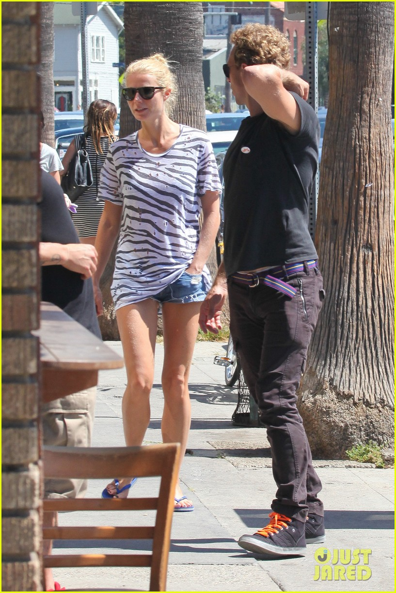 gwyneth paltrow chris martin spend sunday with moses 052953011