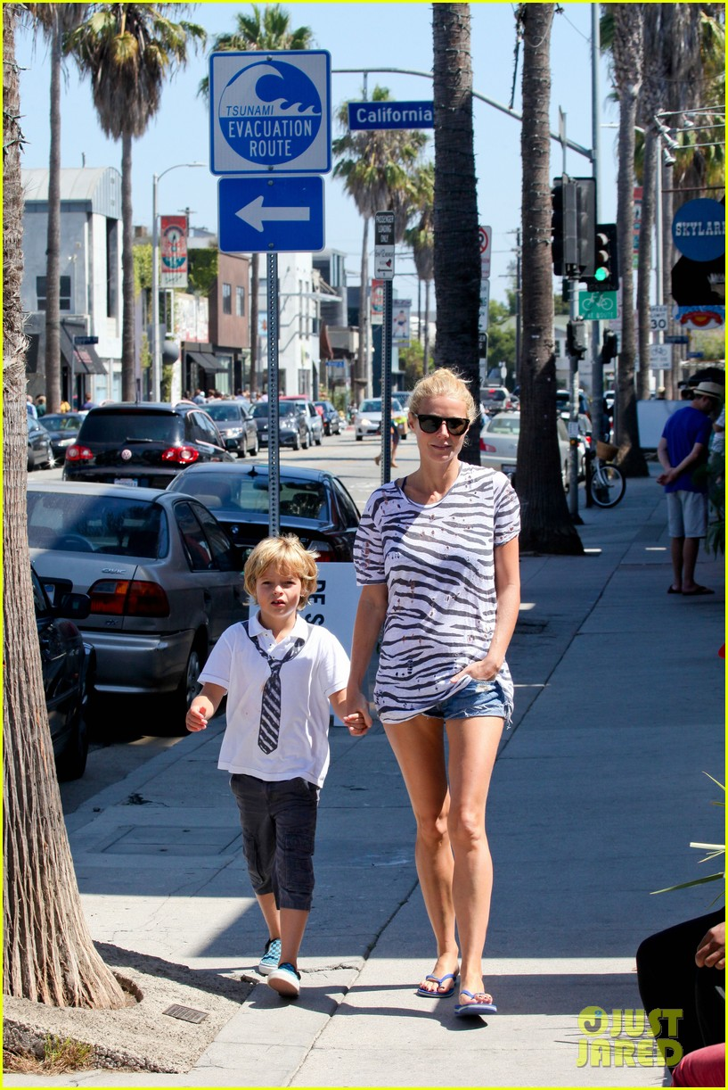 gwyneth paltrow chris martin spend sunday with moses 142953020