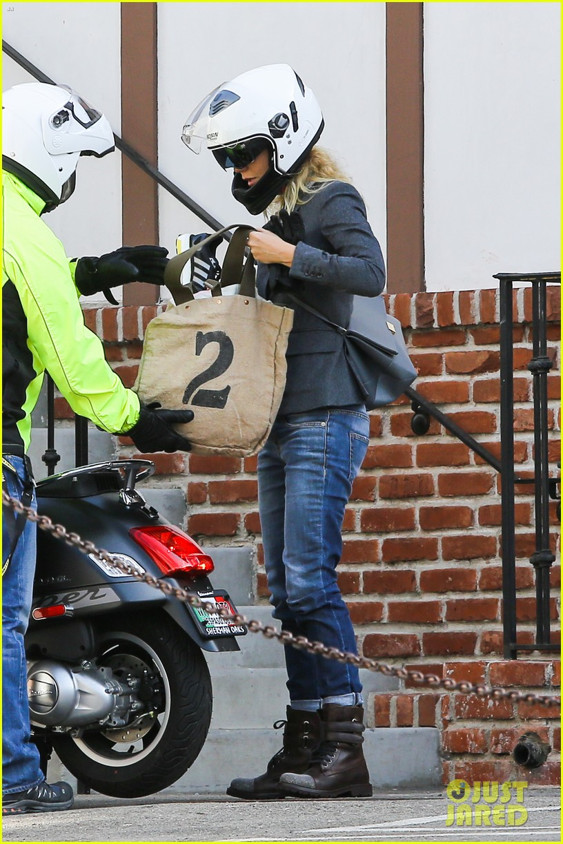 gwyneth paltrow rides her vespa to the gym 032949482