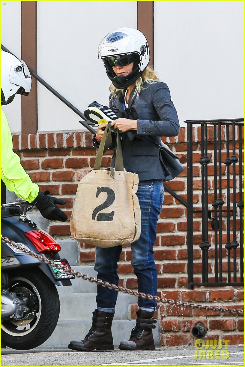 gwyneth paltrow rides her vespa to the gym 072949486