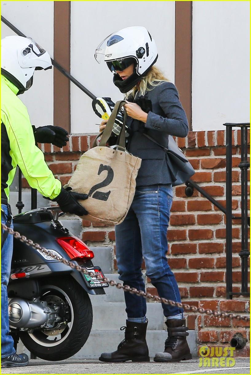 gwyneth paltrow rides her vespa to the gym 102949489